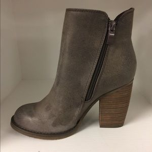 Sbicca percussion style Booties taupe leather